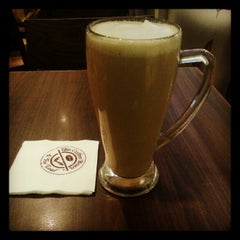 Photo taken at The Coffee Bean & Tea Leaf by Benjamin C. on 9/15/2012