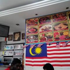 Photo taken at Restaurant Impian Shah Maju by Jamalulkhair K. on 3/3/2014