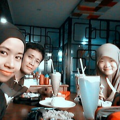 Photo taken at Obonk Steak & Ribs by Pritta A. on 1/12/2014