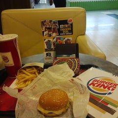 Photo taken at Burger King by Vera yarnema O. on 12/9/2014
