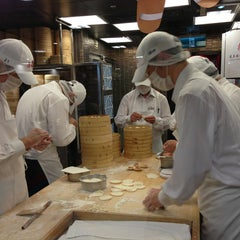 Photo taken at 鼎泰豐 Din Tai Fung by Melody K. on 12/22/2012