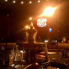 Photo taken at Fellini's Pizza by Julie H. on 9/26/2012