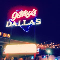 Photo taken at Gilley's Dallas by Veronica M. on 1/20/2013