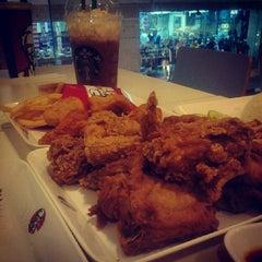 Photo taken at KFC (เคเอฟซี) by Phanuwat W. on 11/30/2013