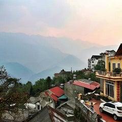 Photo taken at Chau Long Sapa Hotel by Phatchara-pha B. on 4/14/2016