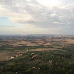 Photo taken at Dei Capitani Hotel Montalcino by YJ K. on 9/13/2015