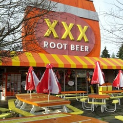 Photo taken at XXX Rootbeer Drive-In by Th_Aviator on 1/1/2013