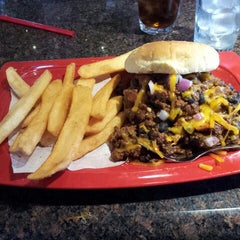 Photo taken at Red Robin Gourmet Burgers by Telly G. on 3/11/2013