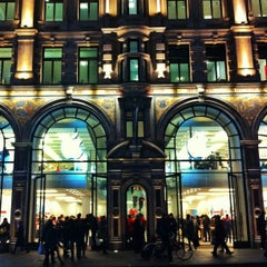 Photo taken at Apple Store, Regent Street by Fernando G. on 11/26/2012
