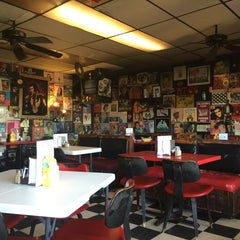 Photo taken at Fat Elvis Diner by Kathy F. on 3/3/2016