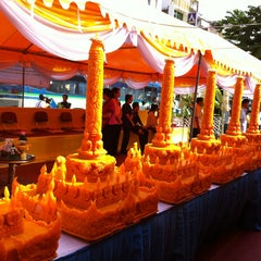 Photo taken at วัดบวรนิเวศวิหารฯ (Wat Bowon Niwet) by Poppy P. on 7/18/2013