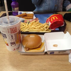 Photo taken at McDonald's by Sinem E. on 10/16/2014