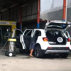 Photo taken at Bali Wisata Automatic Car Wash by Yan S. on 2/10/2014