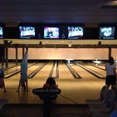 Photo taken at Party & Bowling De Worp Deventer by Mels v. on 7/18/2014
