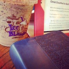 Photo taken at The Coffee Bean & Tea Leaf® by Cassandra H. on 2/24/2014