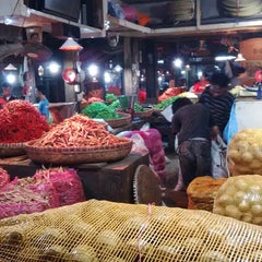 Photo taken at Pasar Induk Caringin by tandi on 11/25/2014