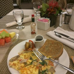 Photo taken at Four Points by Sheraton Norwood by Vasooda K. on 1/30/2015