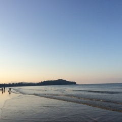 Photo taken at DR Lanta Bay Resort Koh Lanta by Praew Y. on 2/3/2014