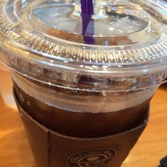 Photo taken at The Coffee Bean & Tea Leaf by Chul-Hong K. on 7/6/2014