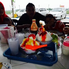 Photo taken at Firdausy Seafood Corner by Suhaimi M. on 12/26/2013