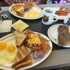 Photo taken at Waffle House by Alexander K. on 11/26/2015