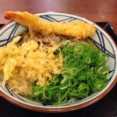 Photo taken at 丸亀製麺 熊本佐土原店 by okazaki y. on 10/11/2013