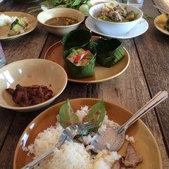 Photo taken at ร้านอาหารนายหัว by Master J. on 5/4/2014