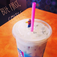 Photo taken at Dunkin Donuts by Evie W. on 7/5/2014
