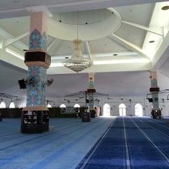 Photo taken at Masjid Al Rahimah Kuala Kubu Bharu by izzulwafi m. on 5/2/2013