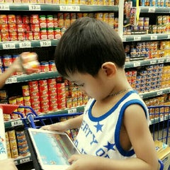 Photo taken at Shopwise by darian d. on 5/19/2013