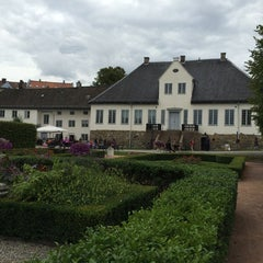 Photo taken at Oslo Ladegård by Kai Rune M. on 8/31/2014
