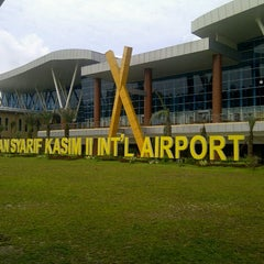 Photo taken at Sultan Syarif Kasim II International Airport (PKU) by Rendi A. on 3/4/2013