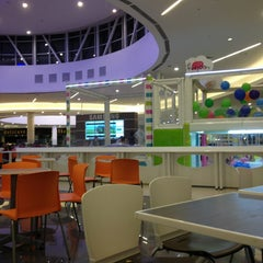 Photo taken at Open Plaza Angamos by Wenddy on 1/25/2013