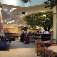 Photo taken at Burbank Public Library - Buena Vista by Jondi V. on 9/25/2013
