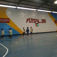 Photo taken at Futsal 35 by Handryas on 3/30/2013