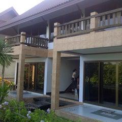 Photo taken at บ้านริมน้ำ รีสอร์ต by Jerry R. on 11/10/2012