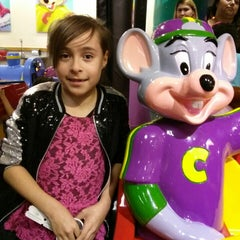 Photo taken at Chuck E. Cheese's by Rosa Isela M. on 2/16/2014