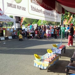 Photo taken at Lapangan Dwi Warna by 'Win-d J. on 2/23/2013