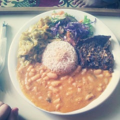 Photo taken at Restaurante Vegetariano Mandir by Tiago B. on 1/10/2013