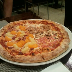 Photo taken at Pizza Jardin by Elena M. on 5/22/2014