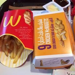 Photo taken at McDonald's - ماكدونالدز by فطيمة . on 3/4/2015