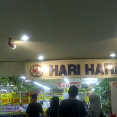 Photo taken at Hari Hari Pasar Swalayan by tiniayu on 8/5/2014