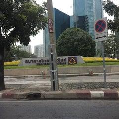 Photo taken at ธนาคารไทยพาณิชย์ สำนักงานใหญ่ (SCB Head Office) by Ohm Ohm O. on 9/10/2015