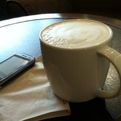 Photo taken at Starbucks (สตาร์บัคส์) by Jaturong I. on 10/19/2012