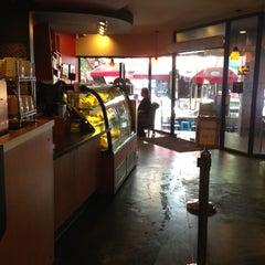 Photo taken at Starbucks (สตาร์บัคส์) by Lilly v. on 5/14/2013