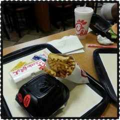 Photo taken at Chick-fil-A by Darryl P. on 4/28/2013