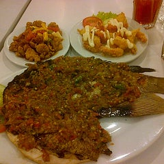 Photo taken at D'Cost Seafood by Ignatius S. on 2/18/2014