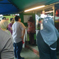 Photo taken at popia kak raja by Remy Y. on 4/6/2013