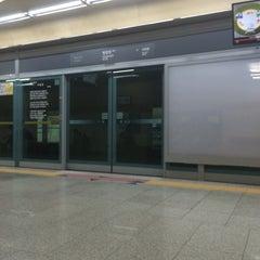 Photo taken at 한강진역 (Hangangjin Stn.) by Seung Min J. on 5/19/2014