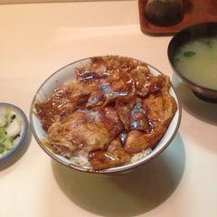 Photo taken at 豚丼 まむろ by Kiyoshi S. on 4/17/2014